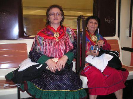 Gudrun E E Lindi ja Elise Valkeapää. Madridas lei báhkka beaivvadat, ja sámenissonat ledje gávtti coggan.